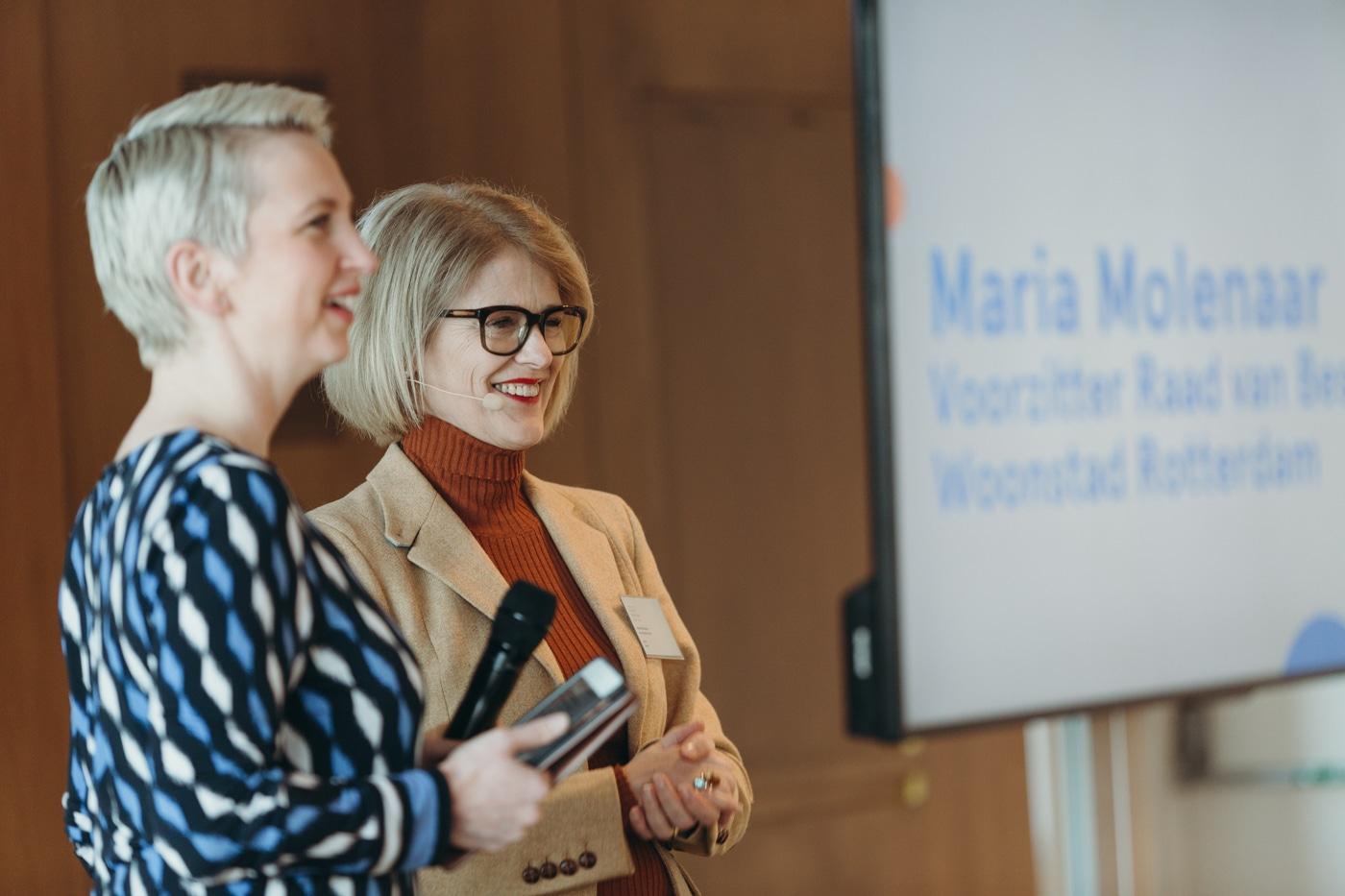 RvB-voorzitter Maria Molenaar rechts met dagvoorzitter Marijke Roskam